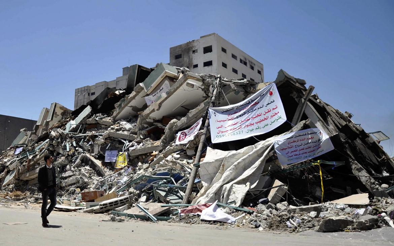 Palazzi rasi al suolo a Gaza