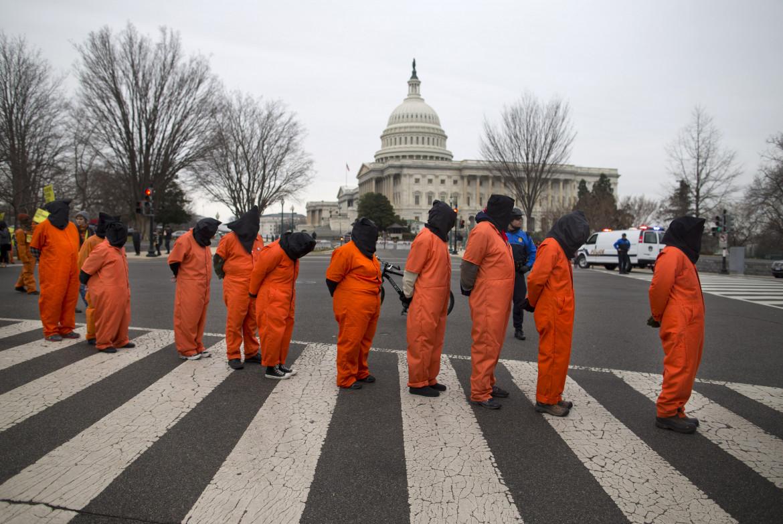 Protesta per la chiusura di Guantanamo a Washington nel 2013