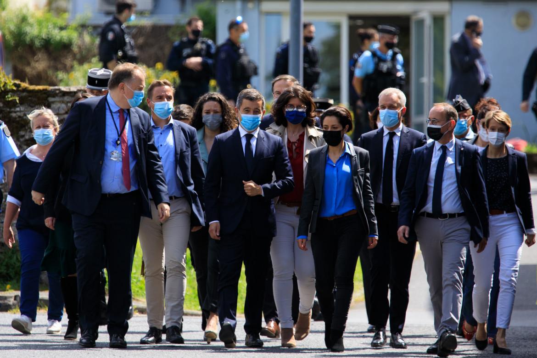 Il ministro dell'Interno francese Gerald Darmanin raggiunge la stazione di polizia a La Chapelle-sur-Erdre