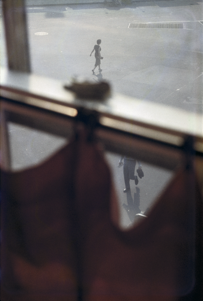 Saul Leiter, «Red Curtain», 1956