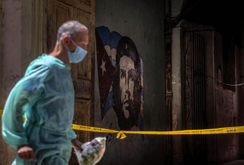 Un operatore sanitario a L'Avana