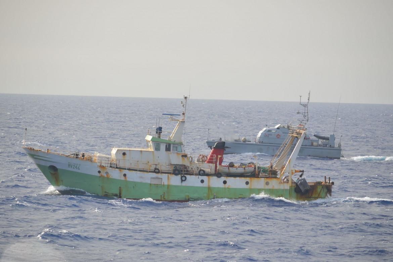 Il motopesca italiano Aliseo, guidato da Giuseppe Giacalone, ferito due giorni fa durante l'intervento della guardia costiera libica