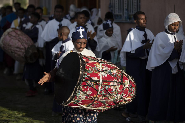 Processione domenicale della Chiesa Ortodossa Etiope di Tawahedo presso la chiesa di Santa Maria a Mekele, nella regione del Tigray