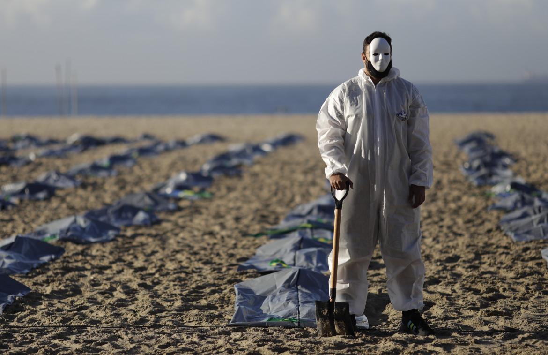 Protesta sulla gestione della Pandemia a Copacabana (Rio de Janeiro)