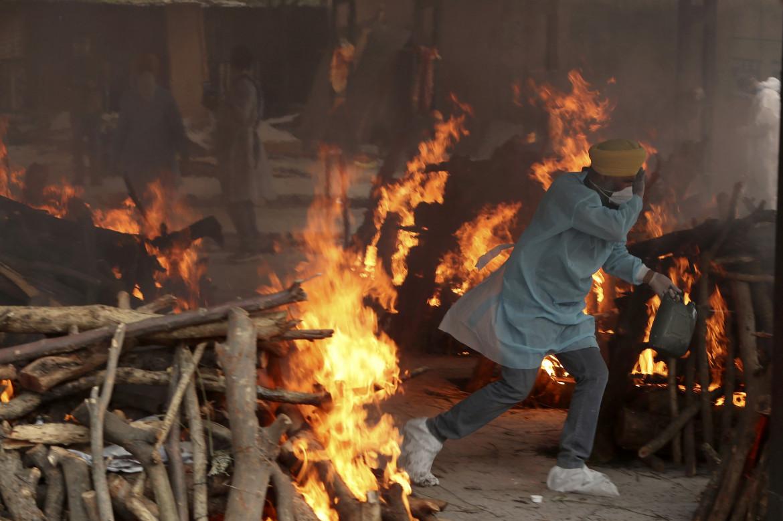 Cremazione delle vittime del Covid a Jammu, in India