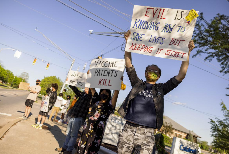 Protesta contro i brevetti a Bloomington (Indiana, Usa) davanti alla sede di Catalent