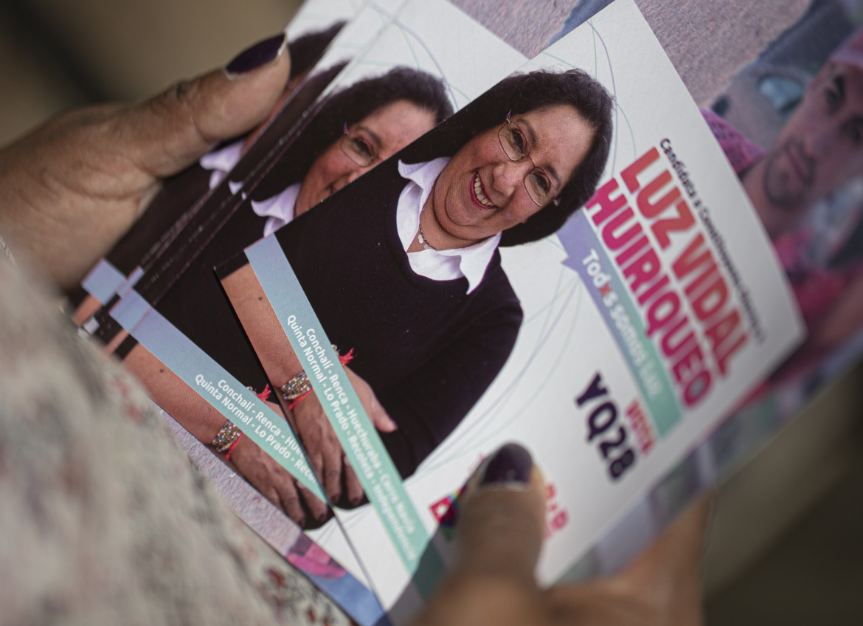 I flyers elettorali di Luz Vidal Huiriqueo, candidata del partito Revolucion Democratica alla Convenzione