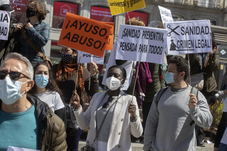 Madrid, manifestazione contro la sanità regionale