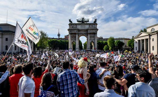A Milano c larcobaleno Approvate la legge Zan