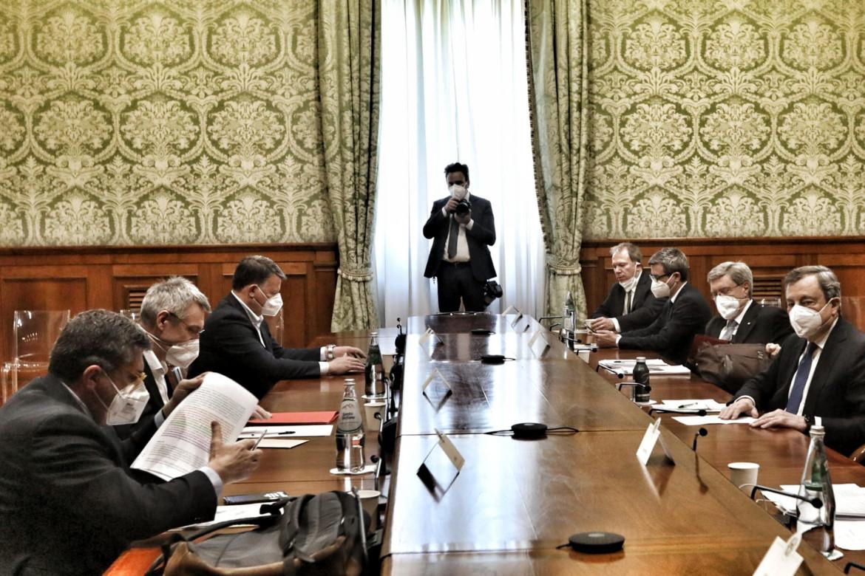 L'incontro a palazzo Chigi fra governo e sindacati sul decreto Semplificazioni