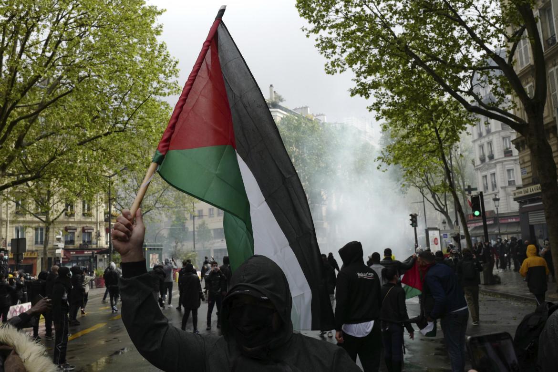 Il tentativo di manifestare ieri a Parigi