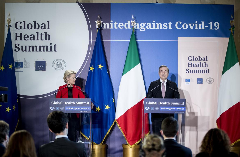Ursula von rer Leyen e Mario Draghi alla conferenza stampa dopo il G20 sulla salute globale