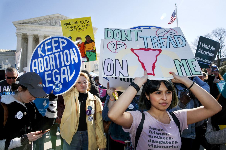 Presidio pro-aborto davanti alla Corte suprema a Washington