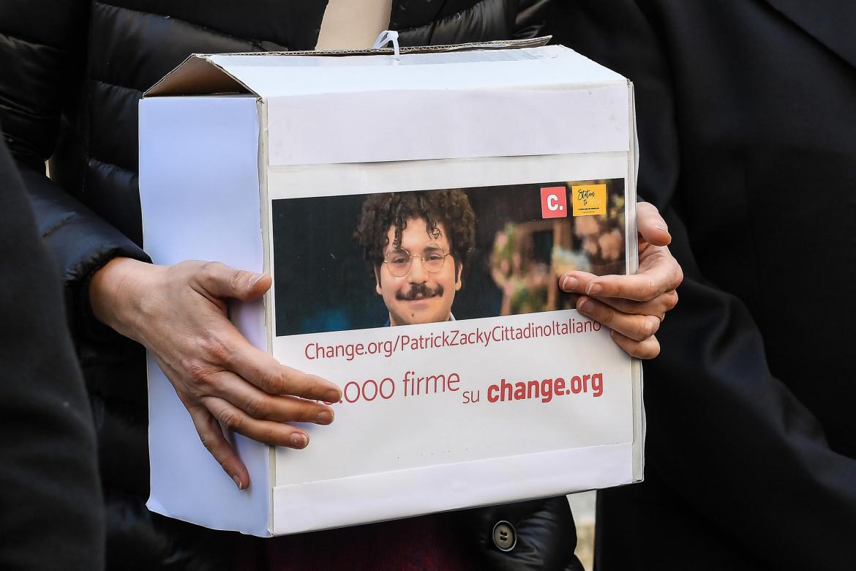 Raccolta firme per la cittadinanza italiana onoraria a Patrick Zaki