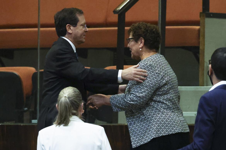 Isaac Herzog e Miriam Peretz ieri dopo l'elezione del presidente