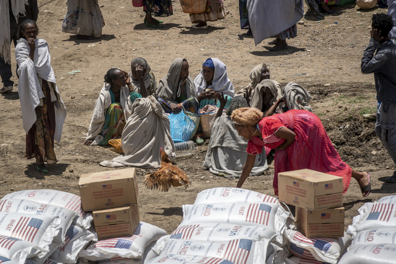 Distribuzione di aiuti nella città di Agula, nel Tigray