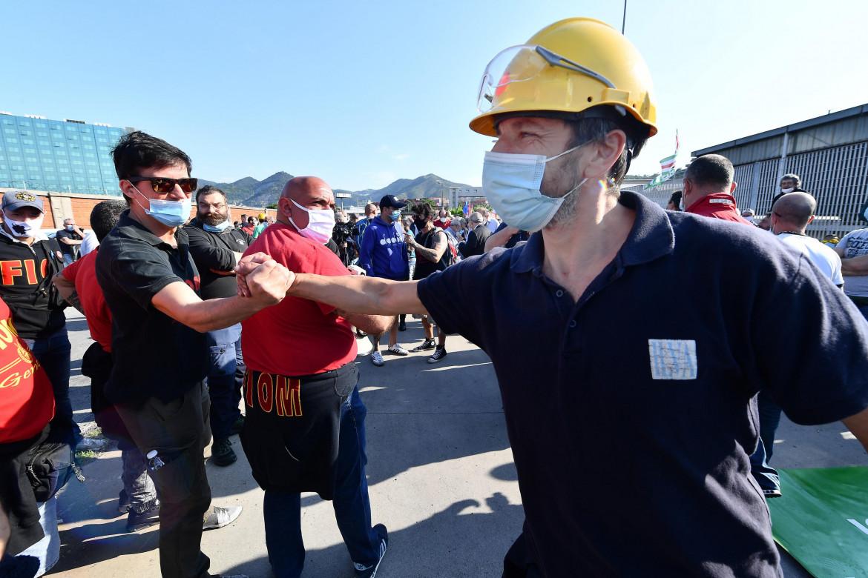 Una manifestazione dei lavoratori ex Ilva a Genova