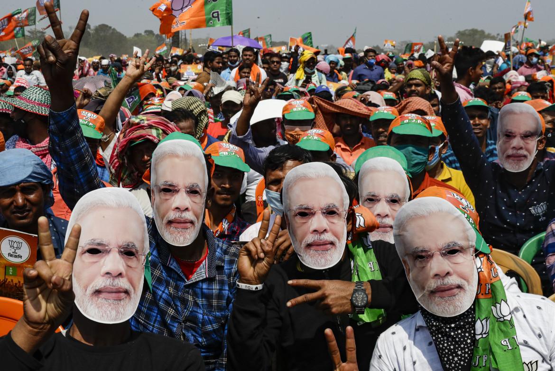 Sostenitori del Bharatiya Janata Party del premier Narendra Modi