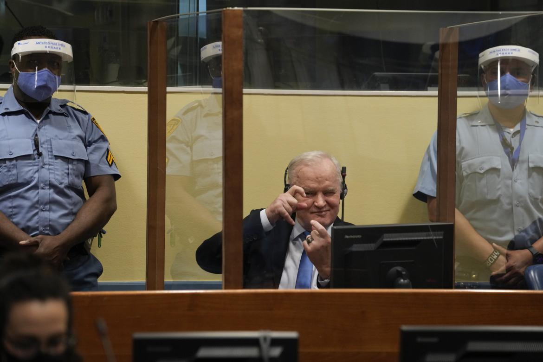 Ratko Mladic in aula, ha seguito con le cuffie la lettura della sentenza