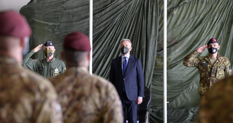 Lorenzo Guerini nella recente visita in Afghanistan