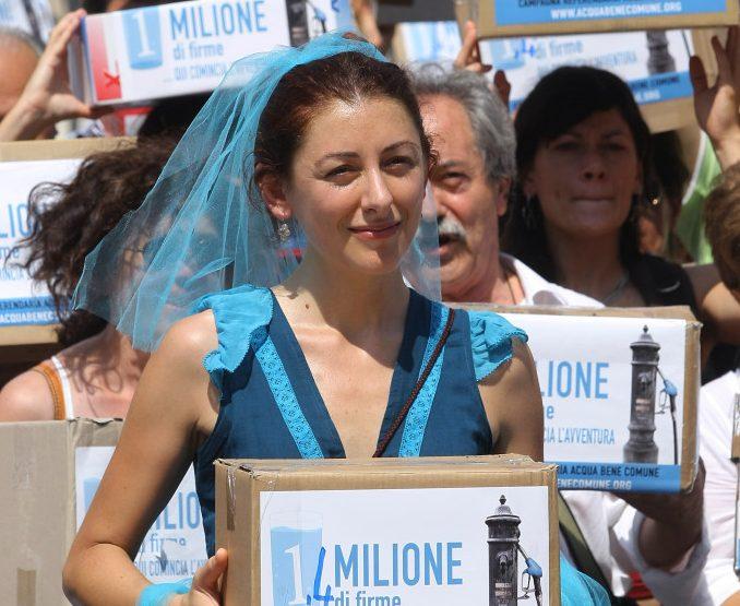 Roma, luglio 2010. Un momento della manifestazione per la consegna delle firme oer il referendum dell'acqua pubblica