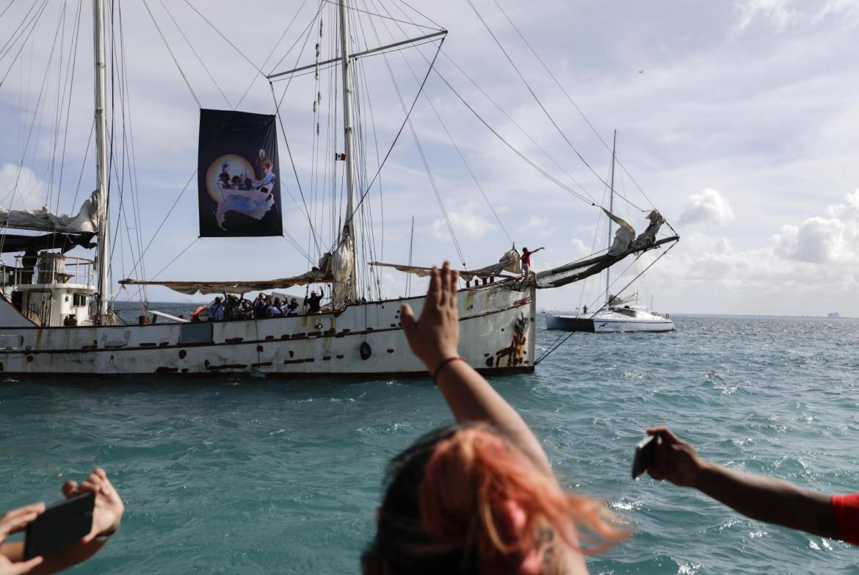La partenza del veliero da Isla Mujeres