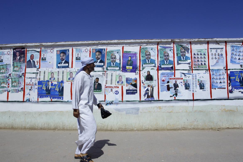 Manifesti elettorali ad Algeri