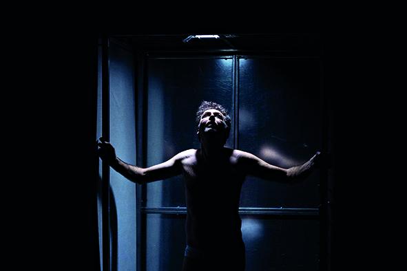 Scena da «Ion» di Dino Lopardo