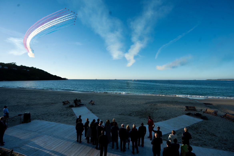 G7, lo spettacolo aereo nei cieli di Carbis Bay in Cornovaglia