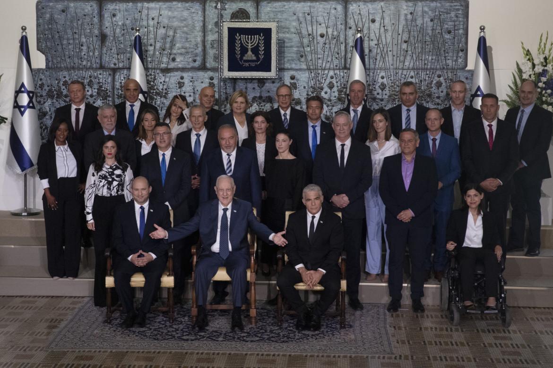 Il nuovo governo israeliano con il presidente Rivlin