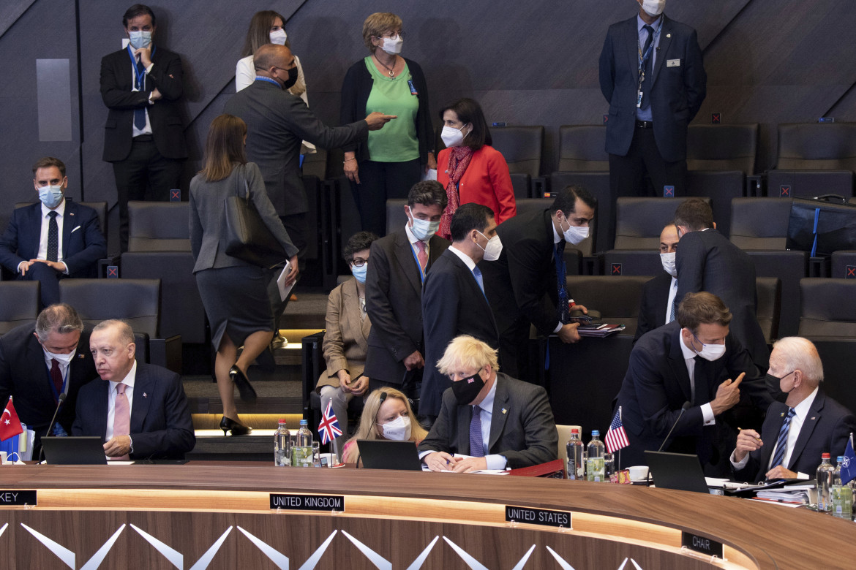 Erdogan, Johnson, Macron e Biden durante il vertice Nato di Bruxelles