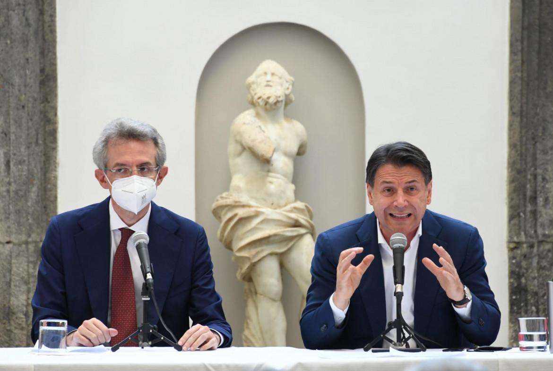 Gaetano Manfredi e Giuseppe Conte, Napoli
