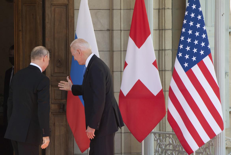 Ginevra, l'ingresso di Putin e Biden a Villa La Grange, sede del vertice