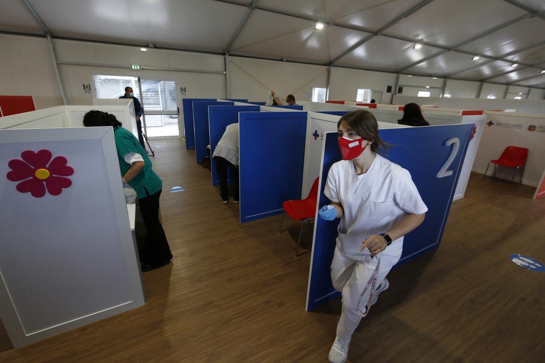 Hub vaccinale presso il centro commerciale Porta di Roma