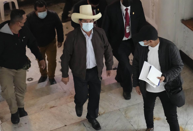 Pedro Castillo, candidato di Perù Libre, all'arrivo nel suo quartier generale a Lima per una conferenza stampa