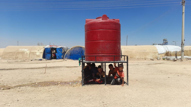 Un container dell'acqua nel campo profughi di Washokani