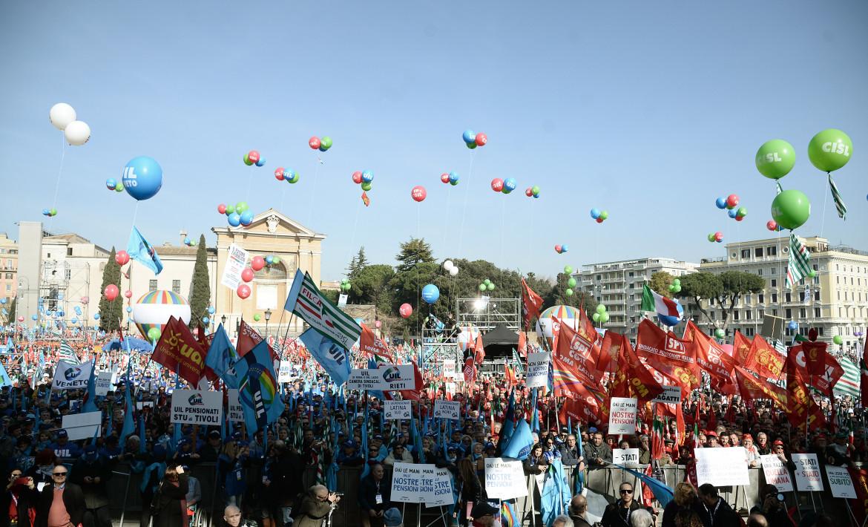 L'ultima manifestazione a piazza San Giovanni a Roma di Cgil, Cisl e Uil