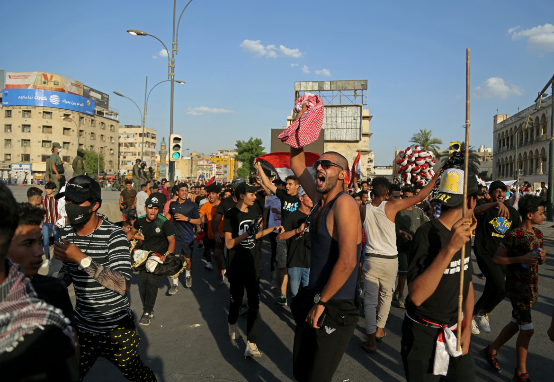 Manifestanti a piazza Tahrir, Baghdad, lo scorso 25 maggio