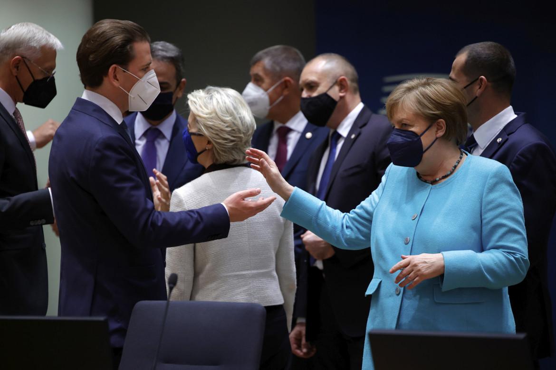 Angela Merkel, Sebastian Kurz,  di spalle Ursula  von der Leyen