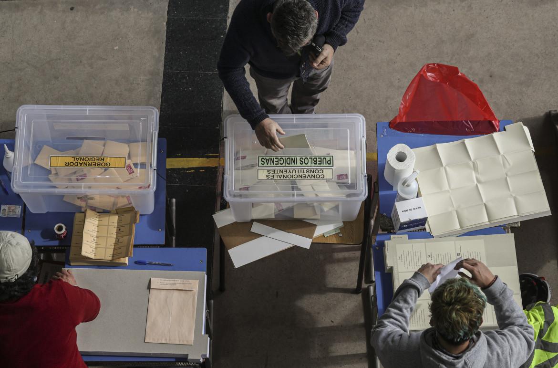 Cile, elezioni per la nuova costituzione