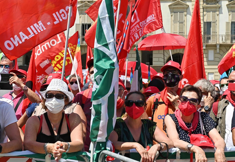 Sindacati in piazza a Torino