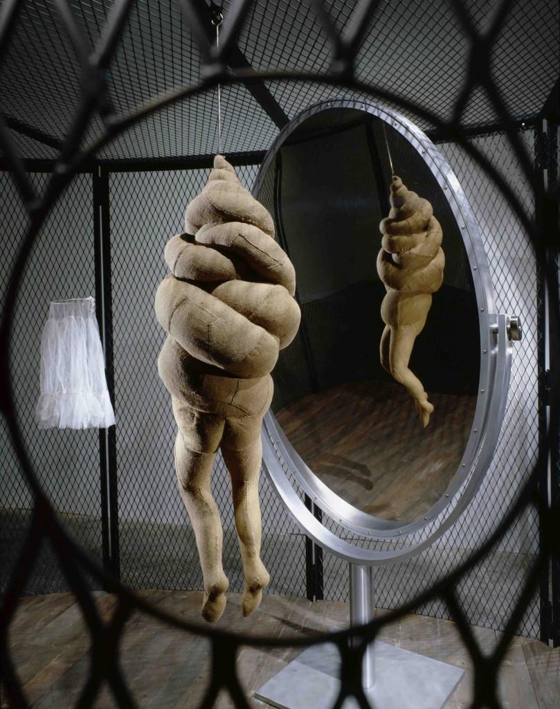 Louise Bourgeois,  Cell XXVI, part., 2003, foto di Maximilian Geuter