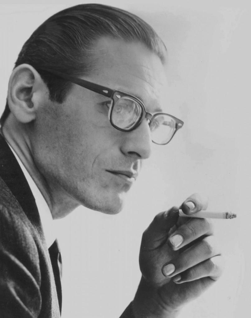 Il pianista e compositore statunitense William John «Bill» Evans (1929-1980) in un ritratto del 1966