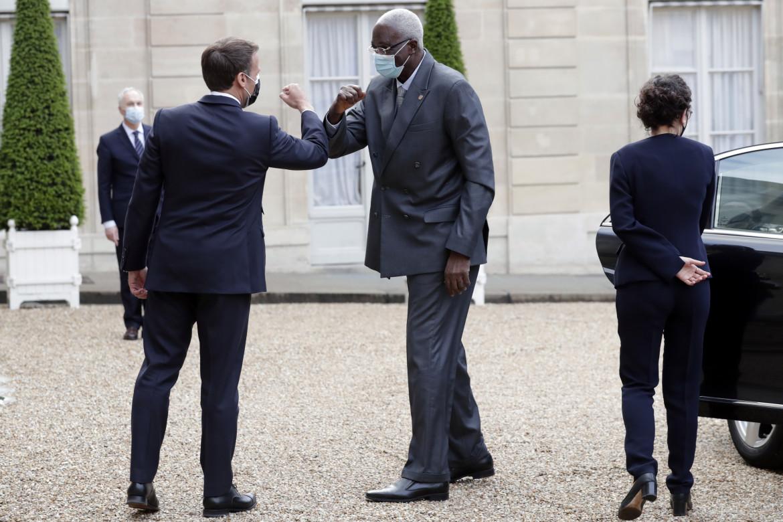 Macron e il recentemente deposto presidente N'Daw