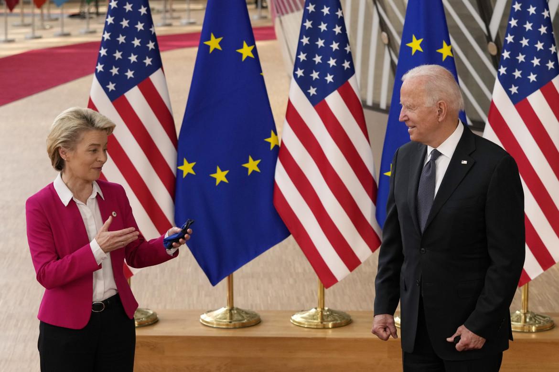 L'incontro a Bruxelles tra Ursula von der Leyen e Joe Biden
