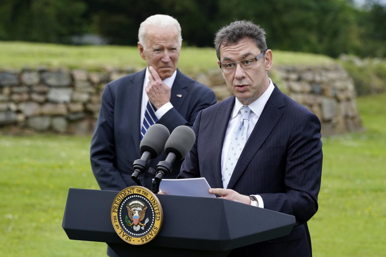 L'ad di Pfizer, Albert Bourla, con Joe Biden