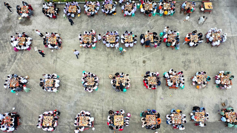 Saluto di fine anno in una scuola di Anlong, Guizhou