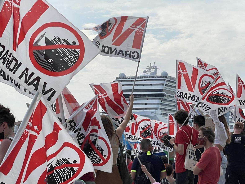 La manifestazione, ieri, contro le Grandi navi a Venezia