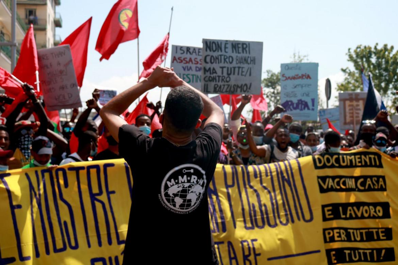 Il Movimento Migranti e rifugiati in piazza del Plebiscito, Napoli