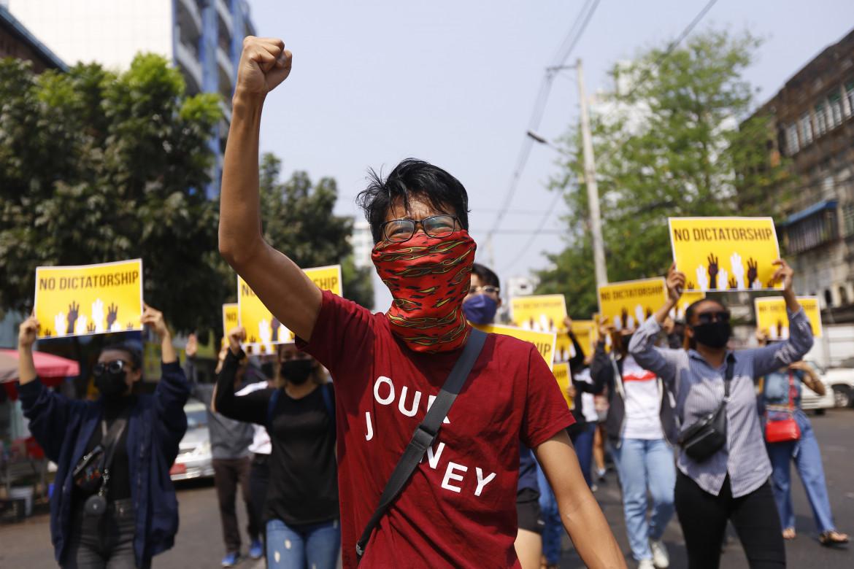Yangon, Myanmar, manifestazione contro il golpe militare